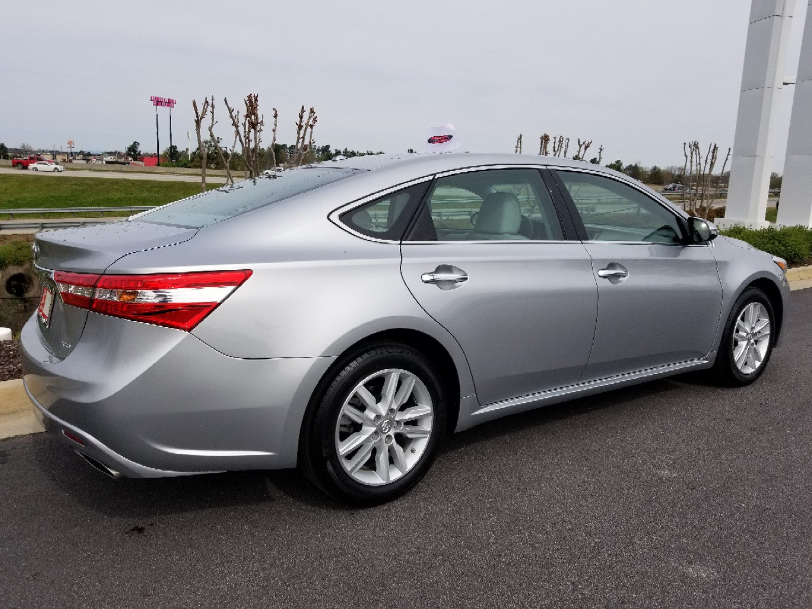 xle pic toyota touring avalon overview cars cargurus