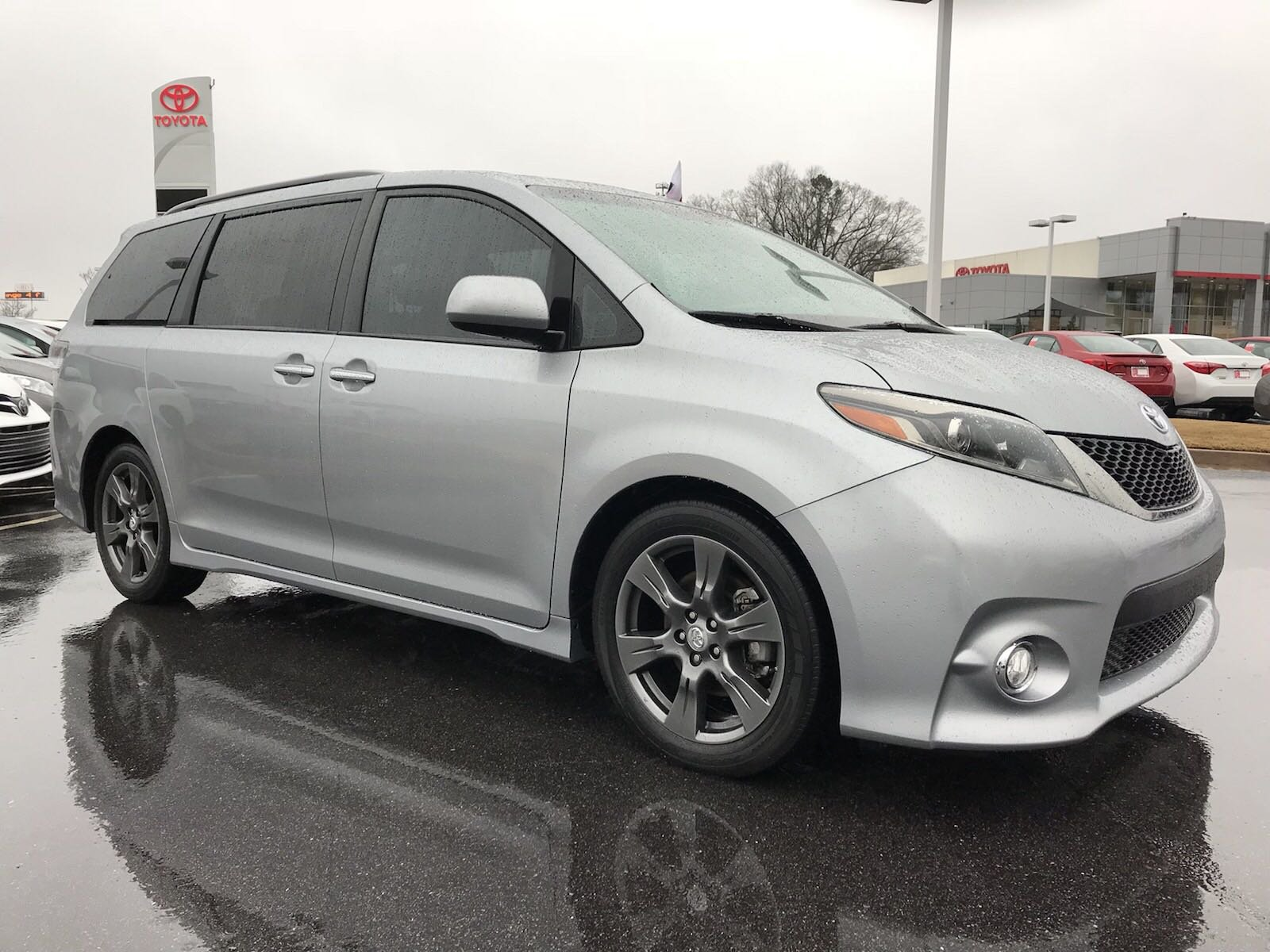 Certified Pre Owned 2017 Toyota Sienna Se Premium